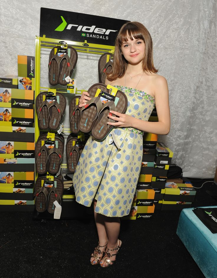 Joey King grabbed a pair of men's Rider Sandals for someone special!