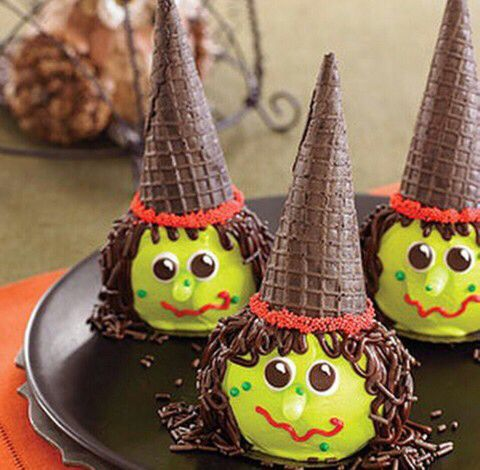 Image via We Heart It https://weheartit.com/entry/143010694 #amei #diy #green #Halloween #ideas #love #party #perfect #teeth #witch #casquinha #diyhalloween
