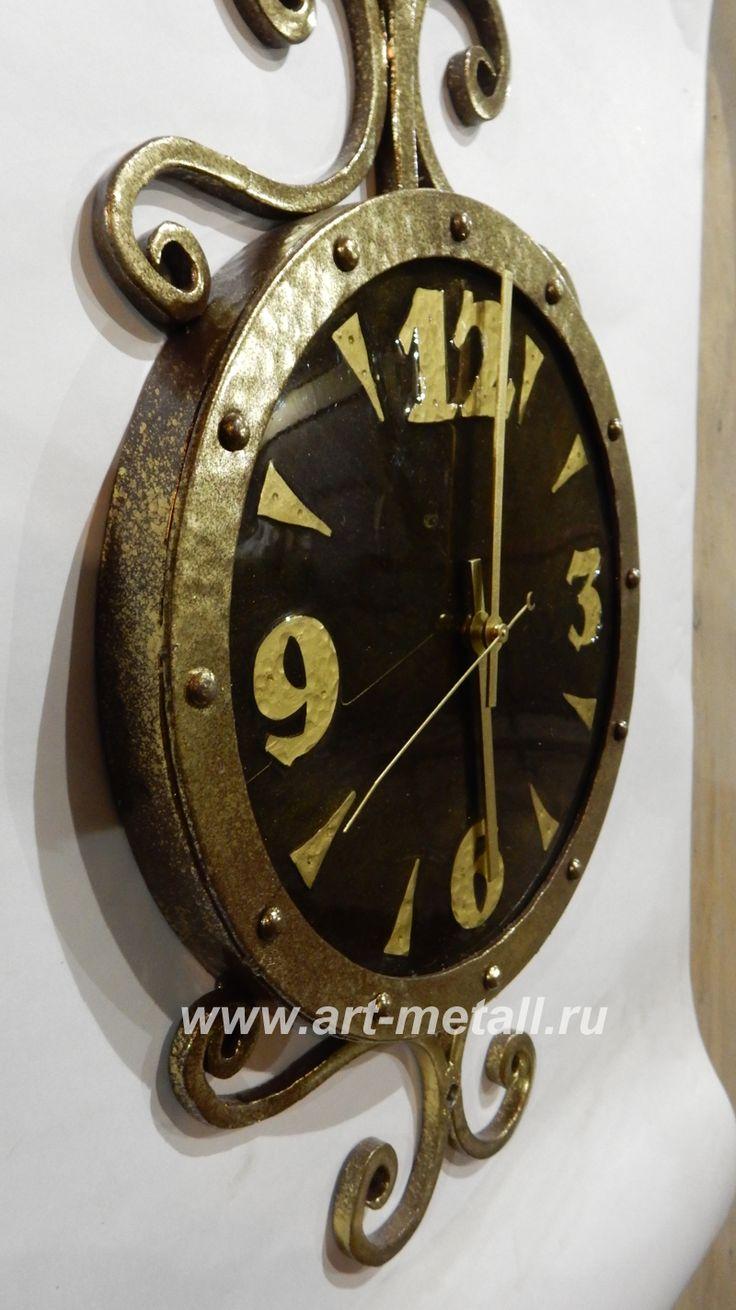 Кованые настенные часы. Дубовое основание.Wrought iron,oak wall clock.