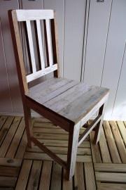 Otentic Design sloophouten stoel in wittinten. Te koop bij www.woonstinsshop.nl