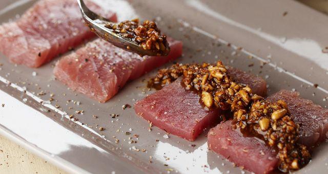 rauwe tonijn met pijnboompittentapenade - Pascale Naessens