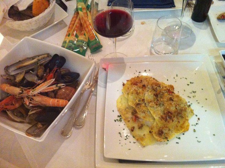 Filetto di mupo in crosta di patate, e souté di frutti di mare!!! Ristorante Le Nasse, Reggio Calabria, ITALY. www.UBais.it