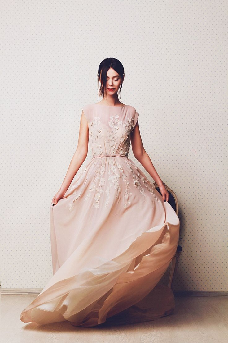 Coffee shade non-corset wedding dress of with lace decoration   Cathy Telle