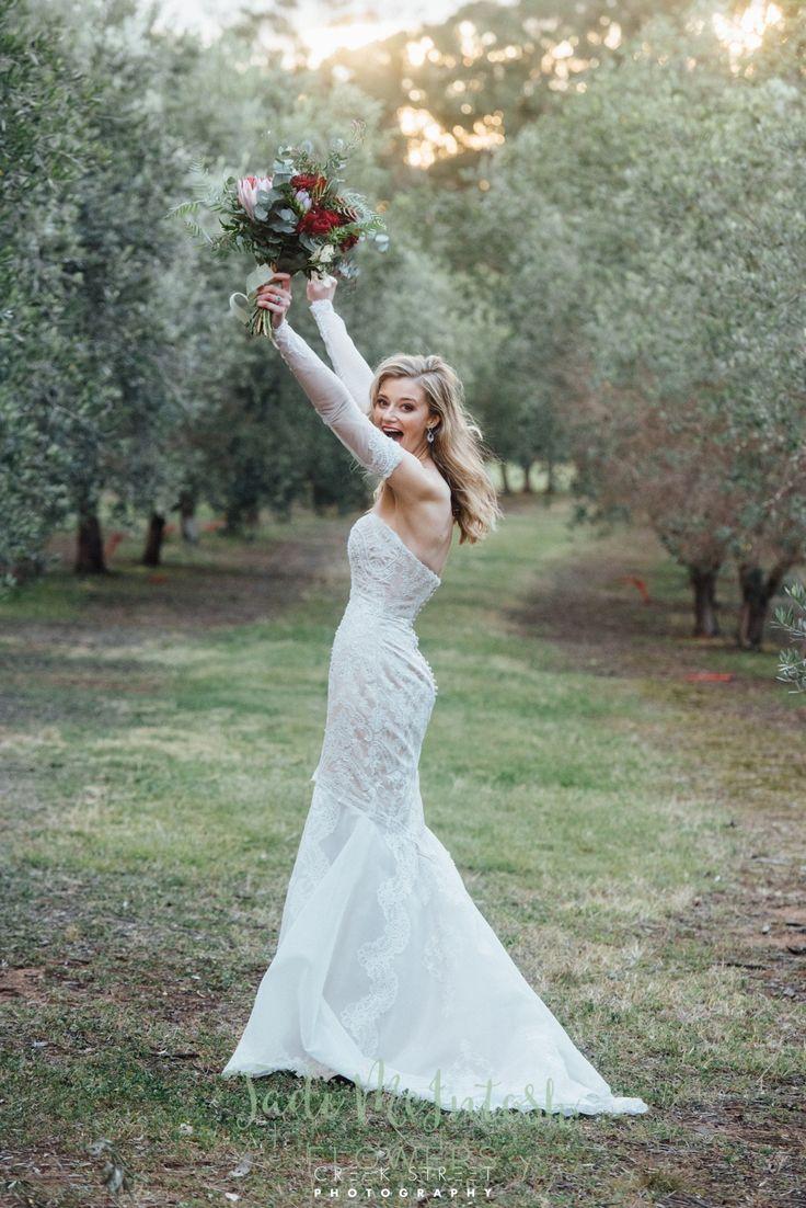 We love this bride. www.jademcintoshflowers.com.au www.creekstreet.com.au