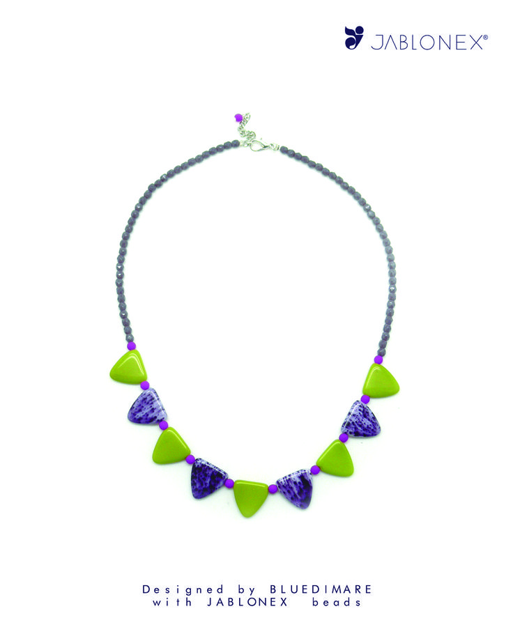 Made with Jablonex® Shark Tooth Beads 17mm Solid Colors and Spot finish, Round Faceted Beads 4mm Solid Colors and Round Beads 4mm Neon Finish. Designed by Bluedimare, Spain. https://www.etsy.com/es/shop/bluedimare