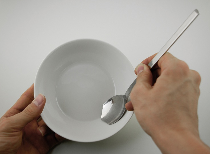 Spoon for the last mouthful: By stimulating the desire of users who like to check the functions of a product, they eat the food in front of them to the end. In a blind date, you can justify your gluttony by saying that this can largely reduce the food waste. If the person doesn't seem to feel sympathy with your gluttony, then let's show it.