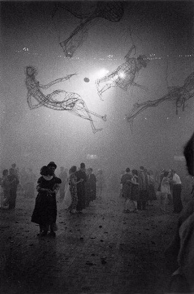 Бал в школе искусств Челси, Лондон 1959 г. Фотограф: Sergio Larrain.