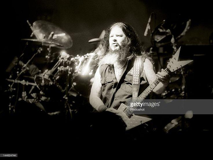 Dime Bag Darrel live at the Astoria, London; 8th June 2004; Job:30397; Ref:SBN;