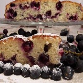 Torta con uva fragola soffice e profumata