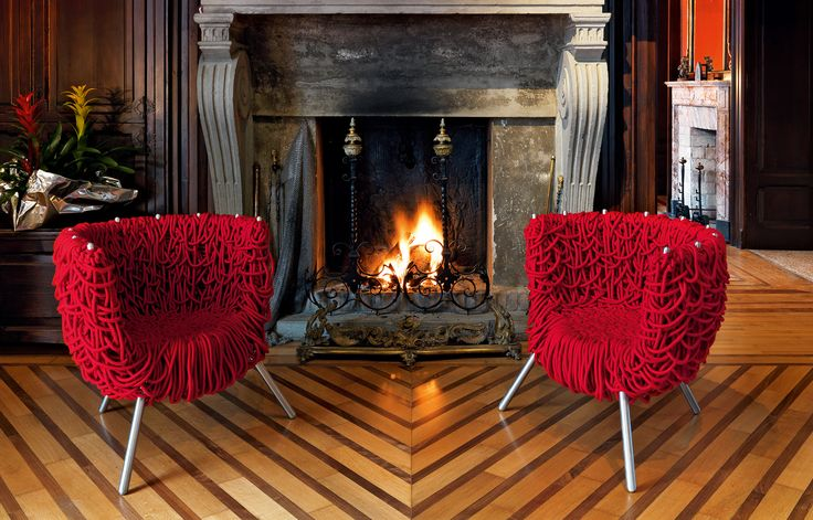 About 500 meters of special cord with an acrylic core covered with cotton are first woven onto the structure to form a base, and then knotted in successive layers to create a random weave, the unforgettable signature of the Campana Brothers.