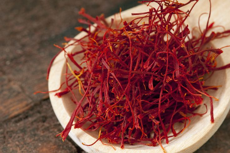 Why People Use Saffron Extract Although it's best known as a spice used to flavor dishes like bouillabaisse and paella, saffron is also used medicinally and is said to help treat or prevent the following health problems: Alzheimer's disease,Anxiety,Asthma,Atherosclerosis,Cough,Depression,Heartburn,Insomnia,Pain Premenstrual syndrome (PMS) In addition, saffron extract is said to relieve pain, support weight loss, treat sexual dysfunction, and protect against some forms of cancer. When applied…