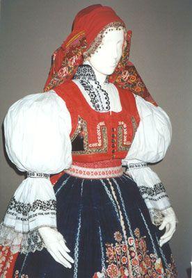 Kyjov folk costum; http://img.radio.cz/pictures/krajani/usa_kroj.jpg http://www.radio.cz/cz/rubrika/krajane/cesi-v-zahranici-2002-11-23