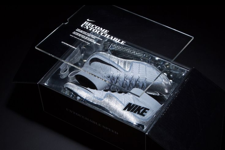 Nike Football asked Hovercraft Studio to create a limited package for their  most technically advanced cleat, the Vapor Untouchable. The package was  sent to Texas' top sixteen high school teams as an invitation to an  exclusive event.