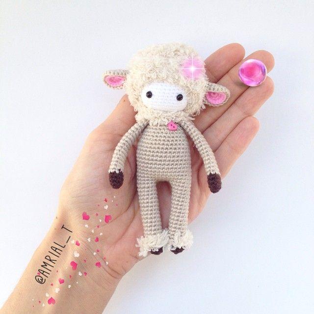 Leteki Sheep #amigurumi #amigurumis #amigurumitoy  #حبك #muñeco #amigurumicrochet #crochettoy #handmade #crochetdoll #crocheting #ganchillo #hechoamano #diy #амигуруми #人形 #かぎ針編み  #娃娃 #doll #boneka #rajutan #cute #puppe #letekipoki #amrial_t #amigurumidoll #galiciacalidade #sheep #love #oveja #crochet