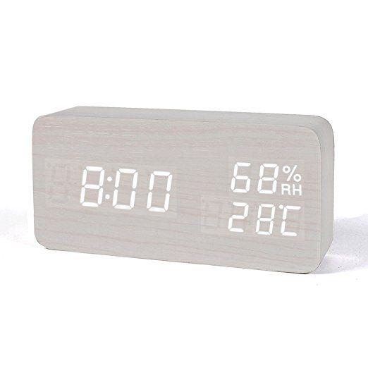 FiBiSonic デジタル時計 LED めざまし時計 大音量 アラーム 置時計 おしゃれ カレンダー付 温度湿度表示 音声感知 USB 電池 木目調 ナチュラル風 プレゼント(白・白字)