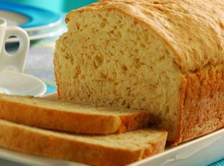 Pão de Aveia rápido - 65kcal por fatia fina - parece um bolo e não precisa deixar a massa descansar.