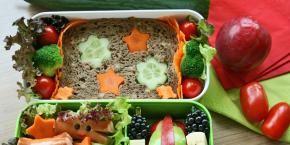 Bento mit Würstchen-Krebsen und Käsebrot