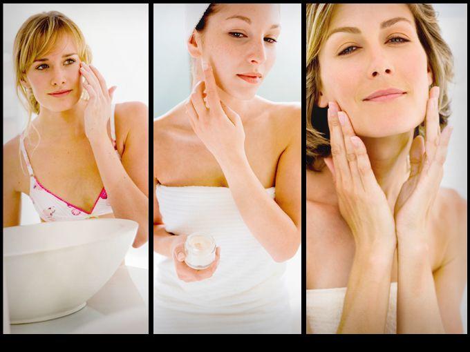 La hidratación facial es esencial para conseguir y mantener una piel bella. Este paso es muy importante después de lavar y tonificar tu rostro, ya que no sólo humectarás la piel, también estará protegida.  Cuando aplicamos la crema humectante, creamos una barrera entre la epidermis (la capa superior de la piel) y el ambiente que la rodea. La humectación, también la cuida de la resequedad que se da como consecuencia de los cambios bruscos de temperatura.  Por eso las invitamos a probar esta…