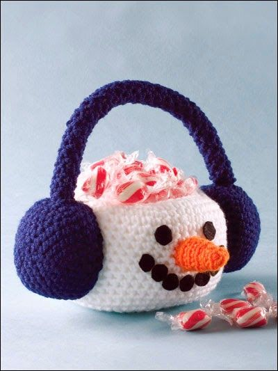 Free Crochet Pattern: Snowman Basket  I have included this basket with the Easter baskets because the way this winter is going I am sure we are going to have a snowy Easter.