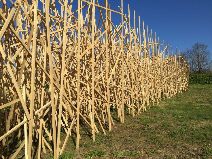 "L'installation ""Paradigme"" de Mireille Fulpius qui mesure environ 40 mètres de long"