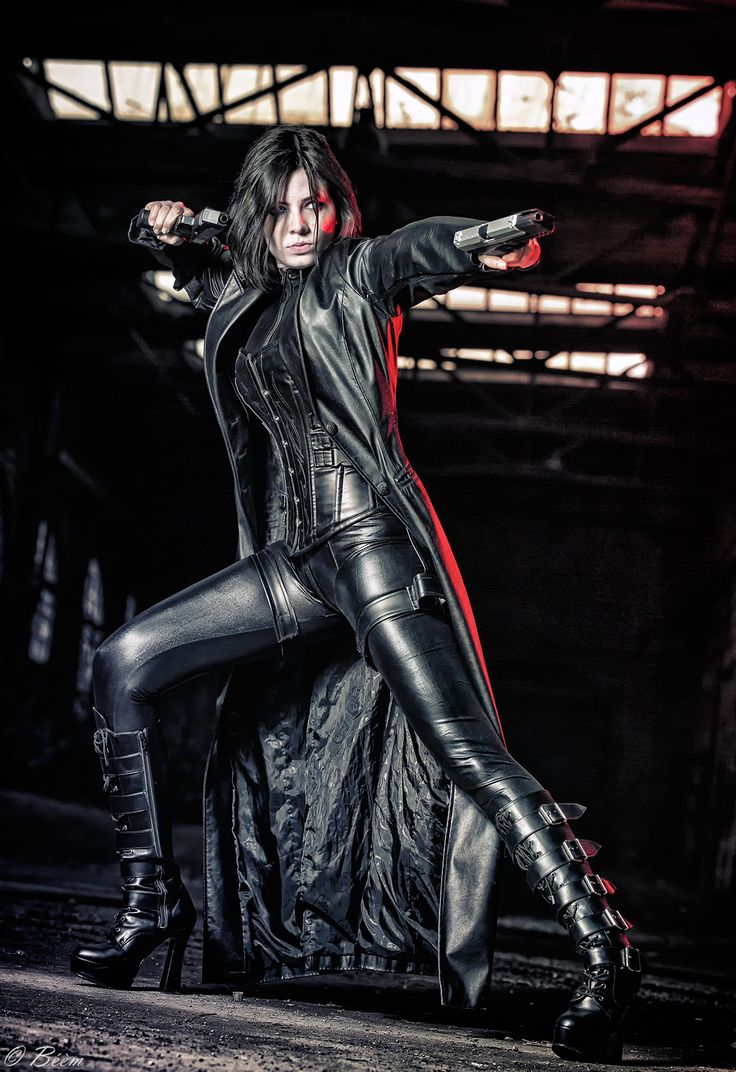 "German cosplayer NiKcKu Cosplay as Selene from ""Underworld;"" photo by Béèm"