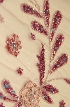 Yeni sezon boncuklu kumaş modelleri ile abiye boncuklu kumaşlar en uygun perakende ve toptan boncuklu kumaş fiyatları ile Kaptan International Textile kumaş mağazaları raf ve reyonlarında beğeninize sunulmaktadır. 4447578
