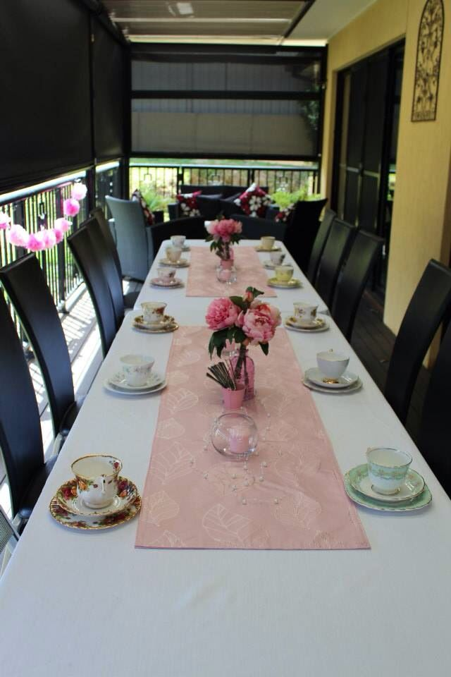 Table set in pretty pink