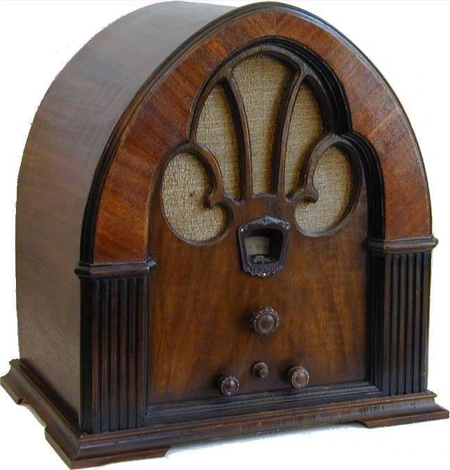 Philco Model 90 Cathedral Radio (1931)