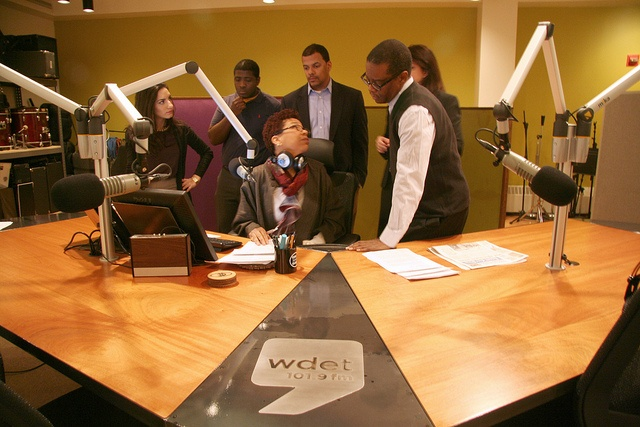 The Nordin brothers at the Michigan Design Center did this custom design/ build table for #WDET. Gorgeous!!! Oh, and that's #NPR's #MichelMartin w/ members of the Tell Me More team and #WDET staff.
