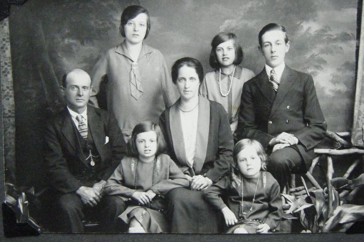 Genealogy in South Africa // The past is essential to build a future and this is why the practice of genealogy has gained ground in South Africa.
