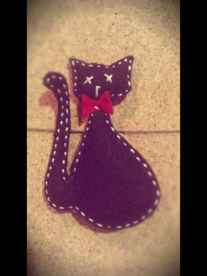 black cat pinning (handmade)