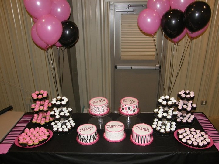 Great way to do cake for a group graduation party!