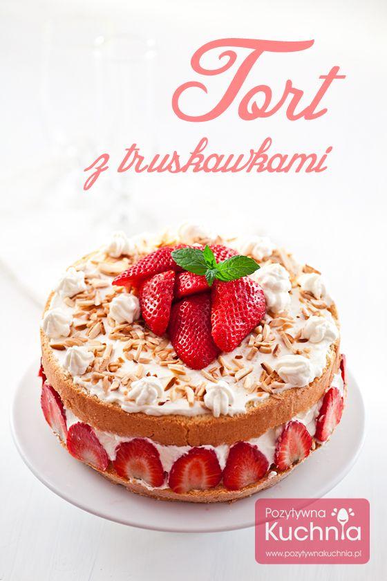 Pyszny #tort z truskawkami, o lekkiej konsystencji, z kremem z bitej śmietany i mascarpone.  http://pozytywnakuchnia.pl/tort-z-truskawkami/  #przepis #kuchnia #truskawki