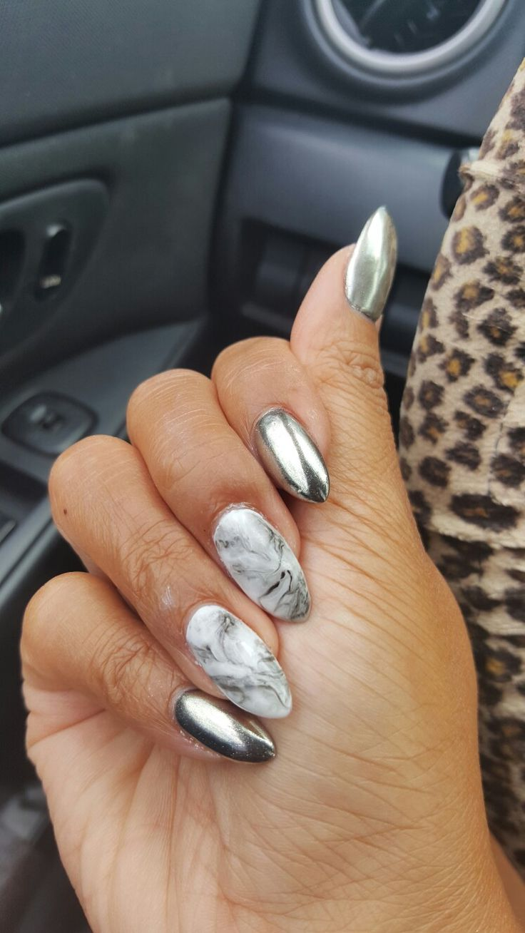 nails silver chrome and grey marble