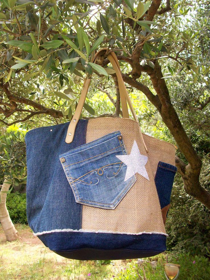 Sac cabas en jean et toile de jute , étoiles en cuir et argentée ,anses en cuir : Sacs à main par cocoon-by-ln