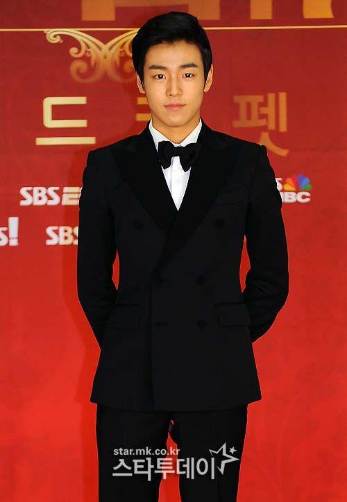 Lee Hyun-woo --- 2012 SBS Drama Awards