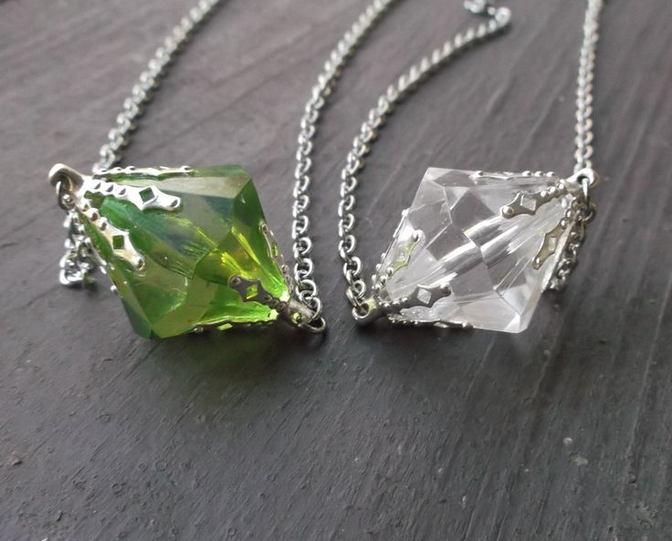 Smallville inspired Lana Lang green and clear meteor rock necklace set. Kryptonite. (19.00 USD) by JinxyJewels