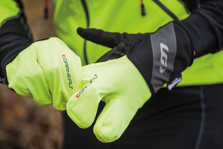 Transform your regular gloves to lobster mitts with water protection thanks to neoprene and teflon. Patented Biogel progressive padding reduces pressure on mediam and ulnar nerves, and palm moisture is evacuated through our patented Ergo Air® concept. At the fingertips, tactile zones allow you to use a touchscreen device.