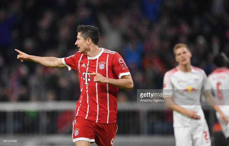 Robert Lewandowski of Bayern Munich (L) celebrates after scoring a goal during the German Bundesliga soccer match between FC Bayern Munich and RB Leipzig at Allianz Arena in Munich, Germany, on October 28, 2017. (Photo by Andreas Gebert/Anadolu Agency/Getty Images)