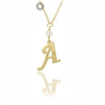 Κολιέ με αρχικά ονομάτων από χρυσό με μαργαριτάρι & αλυσίδα   Χρυσά κολιέ με μονογράμματα στο e-shop & στο κοσμηματοπωλείο μας στο Χαλάνδρι #μονογραμμα #μαργαριταρι #χρυσο #κολιε