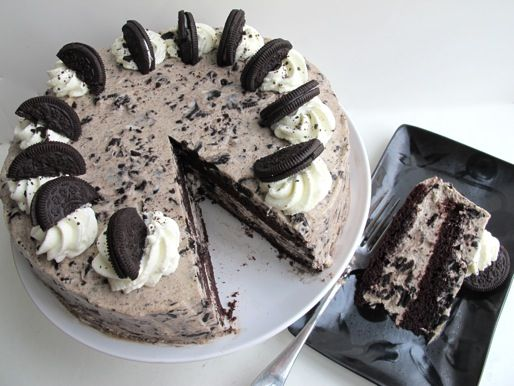 Trust us, you want this: Oreo Cake. Chocolate cake innards with a whipped cream and Oreo (50 mixed in!) outside. Yes, please! Especially great if you want a change from buttercream. #recipe