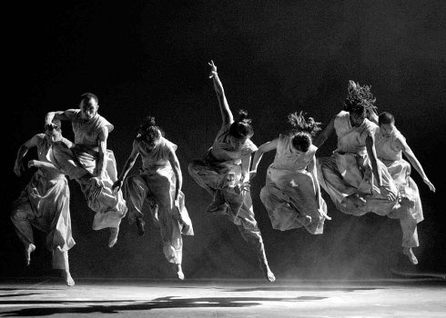 Akram Khan Dance Company  Cross cultural awareness & education through contemporary dance | black and white