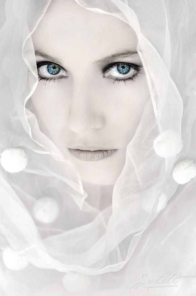 By Alejandra Solett: Snow Queen, Head Scarfs, Pretty Eye, Headshots, Head Shots, Flawless Makeup, Blue Eye, Photo, Snow White