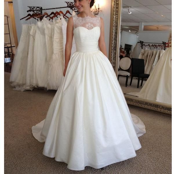 2017 Vintage Elegant Lace Princess Country Ball Gown Modest Wedding Dresses The wedding dresses are fully lined, 4 bones in the bodice, chest pad in the bust, lace up back or zipper back are all avail