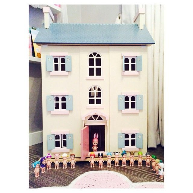 Le Toy Van dollshouse & Sonny Angels www.letoyvan.com