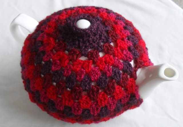 Yeah, this I want to do someday, make a real nice tea cosy. Part of the fun of this one is the really inspiring description of the pattern