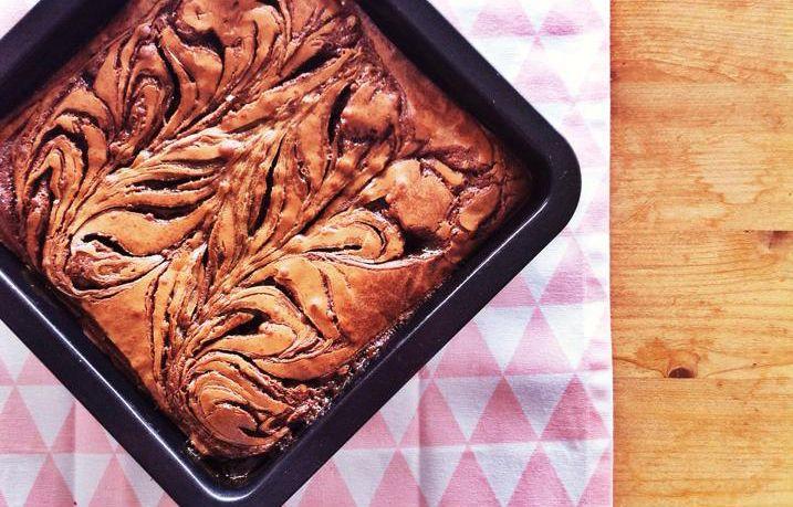 Afgelopen zondag vond de Culy Bake Off plaats inkoffiebar Quartier Putain. Het report en de foto's vind je hier. Uiteraard delen we het winnende recept met jullie:de hemelse brownie met gezouten karamel van Femke Schram. Maak eerst de gezouten karamel.Doe de tafelsuiker en 2 eetlepels water in een kleine pan op laag vuur. Laat de […]
