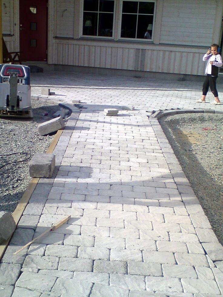 Vårt nya hus: Stensättning snart klar