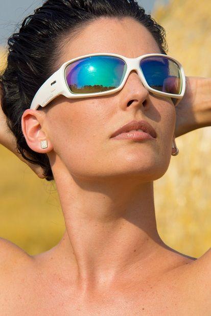 R2 AT067 napszemüveg -