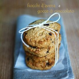 Cookies croccanti di farro con fiocchi d'avena e gocce di cioccolato. Condivisa da: http://mariintkitchen.blogspot.it